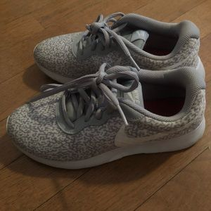 Women's grey and white Nike's sneaker